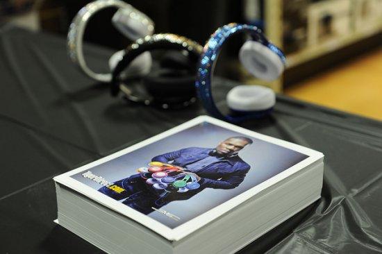 Rapper 50 Cent headphones