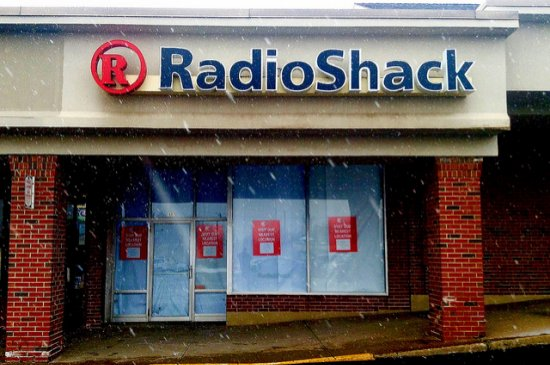 Radio Shack storefront closed for bankruptcy